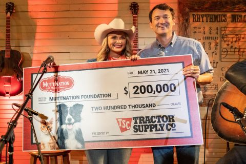 Tractor Supply CEO Hal Lawton presents surprise $200,000 donation to Miranda Lambert's MuttNation Foundation at special Neighbor's Club exclusive concert. (Photo: Business Wire)