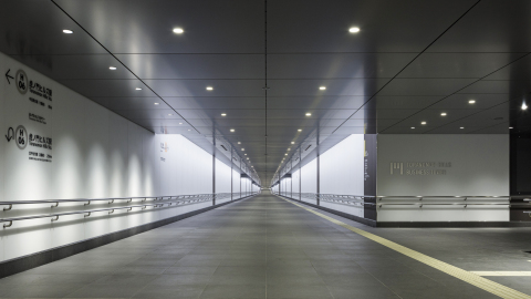 Underground pedestrian walkway connecting subway station, Toranomon Hills Mori Tower and Toranomon Hills Business Tower (Photo: Business Wire)