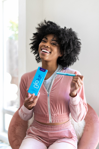 The pocket-sized GLO To Go Whitening Pen features a fast and effortless application process and a sensitivity-free formula and is available at Sephora.com and www.GLOScience.com. (Photo: Business Wire)