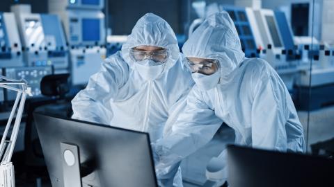Scientists in a bioproduction laboratory (Photo: WhiteLab Genomics)
