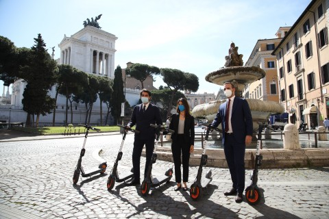 Matteo Tanzilli, Head of Public Affairs at Helbiz; Virginia Raggi, Mayor of Rome; Fabio Primerano, CEO at Vox Group in the center of Rome (Photo: Business Wire)