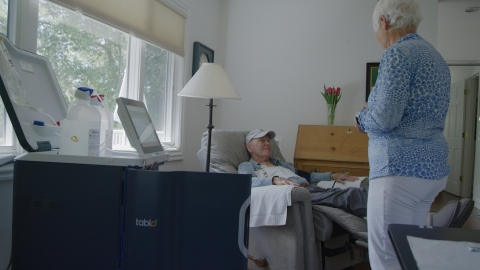 Satellite Healthcare patient, Dick, is able to dialyze at home with Outset Medical's Tablo Hemodialysis System ™ with the help of his wife/caregiver, Liz (Photo: Business Wire)