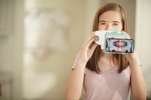 Taking a scan with the DM ScanBox (Photo: DentalMonitoring)