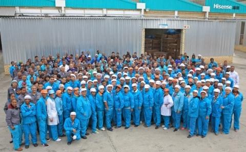 海信南非亚特兰蒂斯(Atlantis)工厂的生产人员(照片:美国商业资讯)
