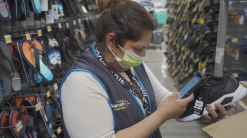 Walmart Unveils All-in-One Associate App, Me@Walmart, and Gives 740,000 Associates a New Samsung Smartphone (Photo: Business Wire)