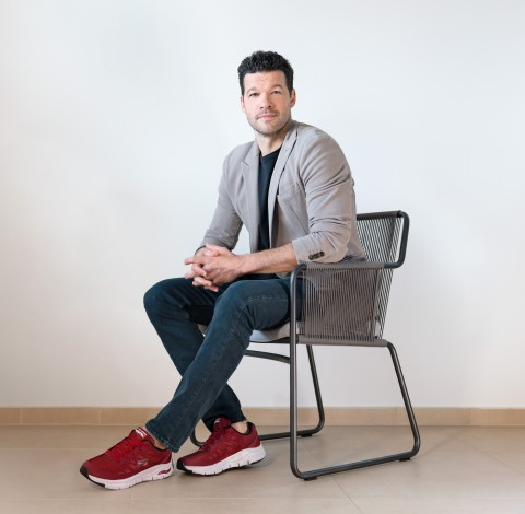 Three-time German Footballer of the Year Michael Ballack signs on to appear in Skechers marketing campaigns. (Photo: Eikaetschja)