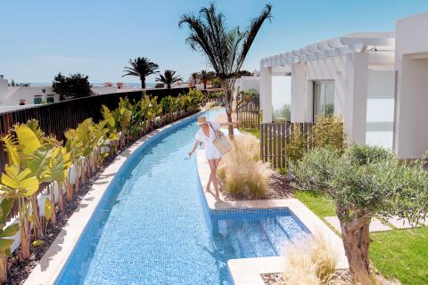 7Pines Resort Ibiza Pool (Photo: Business Wire)