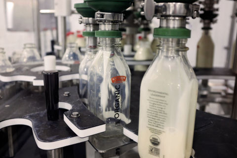 The new Rohnert Park creamery and its reusable glass bottle program, which currently includes its flagship product Straus Organic Cream-Top Milk, Organic Chocolate Milk, Organic Half & Half, and Organic Heavy Whipping Cream, are essential in the larger vision of reducing Straus' carbon footprint. (Photo: Business Wire)