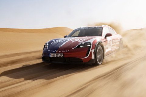 The Taycan Cross Turismo, the all-rounder among electric sports cars, off the beaten track in the UAE (Photo: AETOSWire)