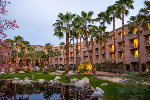 Holistic wellbeing offerings at Hyatt hotels can help you fully relax during your stay. Unwind after a cactus and date scrub at the palm tree-lined reflection patio in Agua Serena Spa at Hyatt Regency Indian Wells Resort & Spa in California. (Photo: Business Wire)