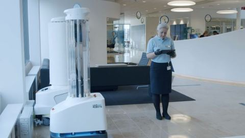 UVDロボットは、並外れた清浄と消毒の確保に貢献している。多くの固定式消毒システムとは異なり、UVDロボットは移動可能な完全自律型ロボットで、UV-C光を利用して、表面だけでなく空気中でも、COVID-19を含むすべての既知の細菌やウイルスを消毒し、総合的な感染制御・予防ソリューションとなる。UVDロボットは、どんな部屋でも細菌やウイルスを99.99%除去するため、これにより施設は疾病伝播を低減できる。このロボットは、世界70カ国以上に本格展開されている。(写真:ビジネスワイヤ)