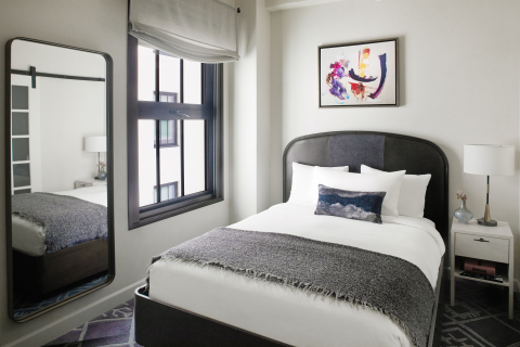 Queen guestroom at Hotel Figueroa. (Photo: Business Wire)