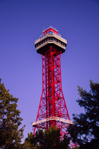 The PPG paint products offered through this agreement will help create brand consistency and protect Six Flags' most famous skyline attractions, coasters, offices and more, like the iconic Oil Derrick at Six Flags Over Texas. (Photo: Business Wire)