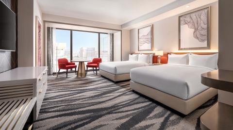 Resorts World康萊德拉斯維加斯酒店 - 大床客房的拉斯維加斯地帶景色 (照片:美國商業資訊)