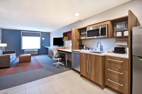 Home2 Suites by Hilton Las Vegas Convention Center - 起居與廚房區域(照片:美國商業資訊)