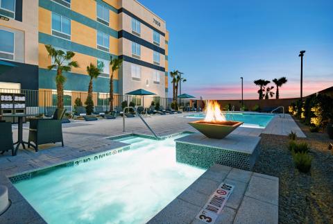 Hampton Inn by Hilton Las Vegas Strip South - 游泳池和按摩池(照片:美國商業資訊)