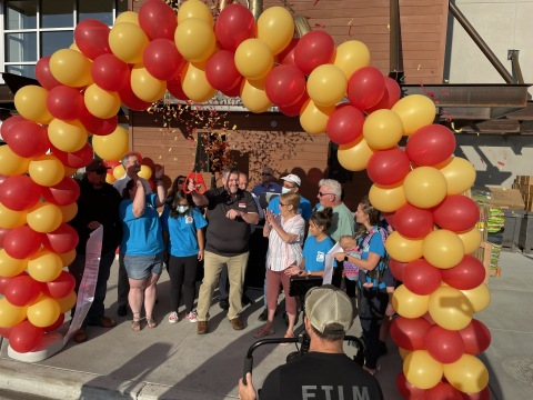 Grocery Outlet celebrates the opening of its 400th store and newest location in Hailey, Idaho. (Photo: Business Wire)