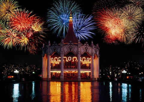 You're invited to summer's biggest party: the Coca Cola July 4th Fest at 11 Six Flags parks across the country! Enjoy fireworks each night, July 2-4. (Photo: Business Wire)