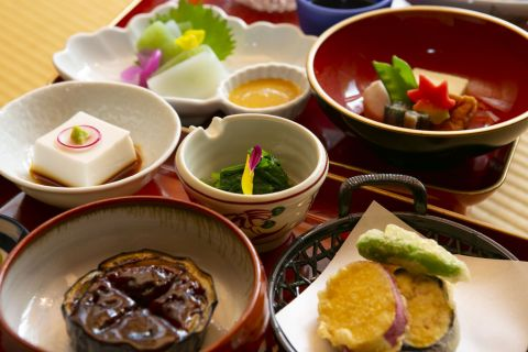 Vegetarian meals served at Shukubo, Mount Koya (C) JNTO