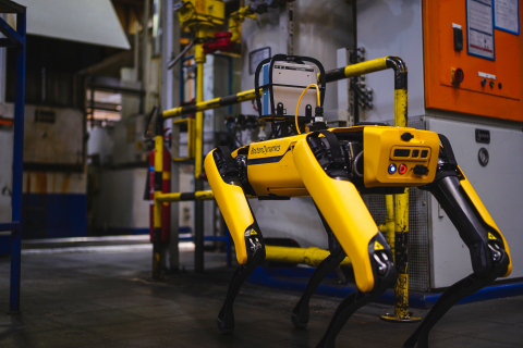 Fluke Process Instruments has partnered with mobile robotics trailblazer Boston Dynamics to bring Fluke Process Instruments' new SV600 Fixed Acoustic Imager capabilities to Boston Dynamics' agile mobile robot Spot®. (Photo: Business Wire)