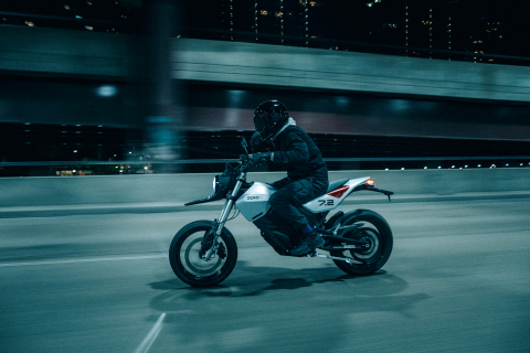 The all-new Zero FXE street bike features ergonomic touch points and rider UI/UX, resulting in a model that combines breathtaking aesthetics with cutting-edge performance features. (Photo: Business Wire)