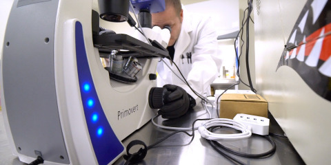 MedPharm Research's Director of Pharmacology, Dr. Mackie, examines cannabinoids at MedPharm's state-of-the-art facility in Colorado (Photo: Business Wire)