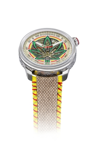 BB01 Automatic Cure the BullDog的錶盤內含有真正的CBD印度大麻葉提取物,錶帶則由我們在美國的合作夥伴根據最嚴格的永續發展和自然生產標準所種植的純正大麻製造。 BB-01 Automatic Cure the BullDog淋漓盡致展現BOMBERG招牌的大膽無畏。(Photo: Business Wire)