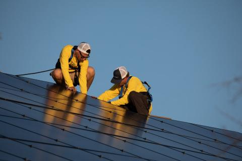 Suntria employees installing solar panels. (Photo: Business Wire)