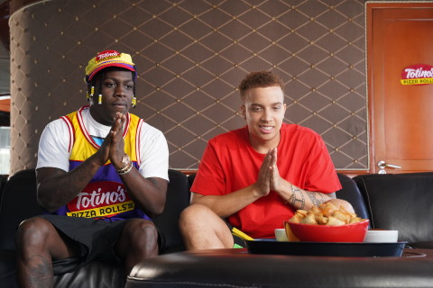 FaZe Clan's Lil Yachty (aka FaZe Boat) shares Totino's Pizza Rolls, his favorite poppable gaming snack with FaZe Swagg during the filming of a new content series aboard the one-of-a-kind Totino's X FaZe tricked out yacht. This series will kick-off a larger partnership between Totino's and the influential gaming organization. (Photo: Business Wire)