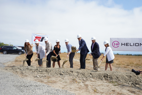 Governor Jay Inslee, Everett Mayor Cassie Franklin, and Helion Energy CEO David Kirtley and CTO Chris Pihl join Everett, Snohomish County and Washington elected officials at the groundbreaking ceremony. (Photo: Business Wire)