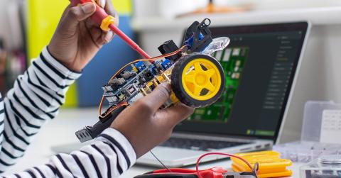 Start your school year right with Upverter Education, an award-winning electronics design curriculum. (Photo: Altium LLC)