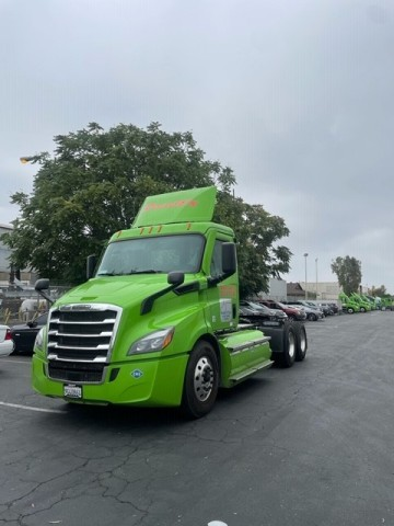 RoadEX, a large California drayage company, is adding 16 new natural gas trucks to their fleet through the Chevron and Clean Energy partnership Adopt-A-Port program. (Photo: Business Wire)