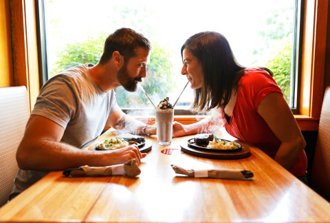 Applebee's Teams Up with Country Music Artist Walker Hayes to Celebrate Date Night Across America with 'Fancy Like' Ad (Photo: Business Wire)