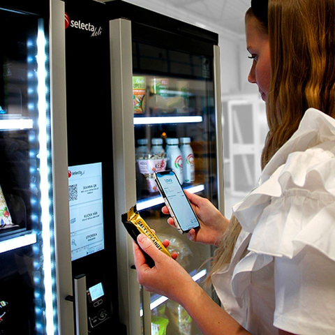 Selecta vending machine with contactless payments capabilities enabled by Fiserv. (Photo: Business Wire)