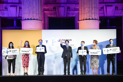 Taiwan's Vice President Lai Ching-te (center) waves to the audiences at the launch party of Taiwan+, the first English-language international streaming platform of the nation on Monday. The Central News Agency Chairman Liu Ka-shiang (from right), H.E. Ambassador Jasmine E. Huggins of Embassy of Saint Christopher and Nevis in Taiwan, Culture Minister Lee Yung-te, Legislative Speaker You Si-kun, Taiwan+ CEO Joanne Tsai along with Taiwn+ News Center Director Divya Gopalan attended the event held at National Taiwan Museum. (Photo: Business Wire)