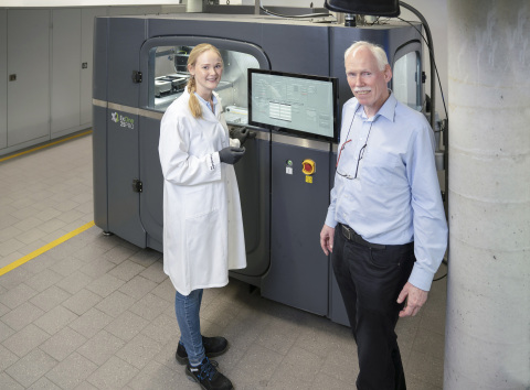 With the new X1 25Pro® from ExOne, Prof. Frank Petzoldt and his team want to investigate pilot and pre-series production of components using metal binder jetting. © Fraunhofer IFAM (Photo: Business Wire)