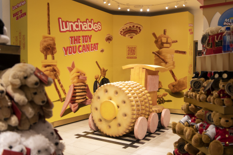 Families visiting FAO Schwarz in New York City can experience Lunchables like never before. (Photo: Business Wire)