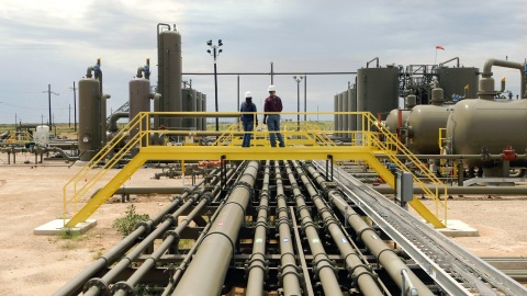 ExxonMobil employees oversee a production facility in New Mexico, where the company plans to begin the certification process for natural gas produced in the Permian Basin. The process will use rigorous, independent criteria established by a third-party validator, MiQ. Certified natural gas validates emissions reduction efforts and helps customers meet their environmental goals. (Photo: Business Wire)