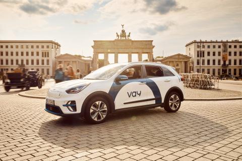 Vay car in front of the Brandenburg Gate, Berlin (Photo: Vay)
