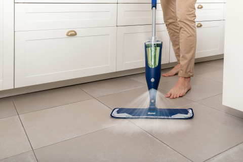 The Bona Premium Spray Mop is ergonomically designed with a comfort grip and foam handle. A 41,91-centimeter mop head with soft, rubberized corners protects skirting boards and furniture and is the largest in the industry which makes for a fast, easy cleaning experience. (Photo: Business Wire)