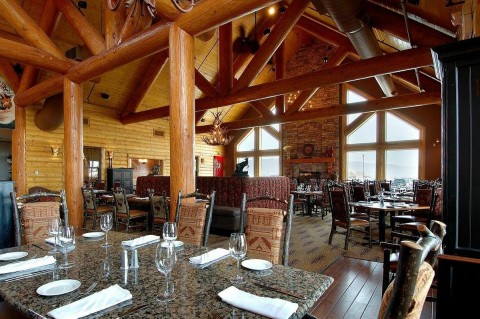 The Blue Canyon Kitchen & Tavern features American fare in a rustic lodge-style atmosphere. (Photo: Business Wire)