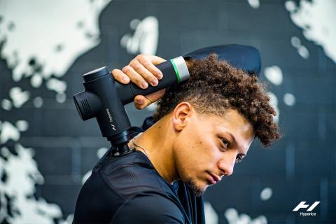 Patrick Mahomes with Hypervolt 2 Pro (Photo: Business Wire)