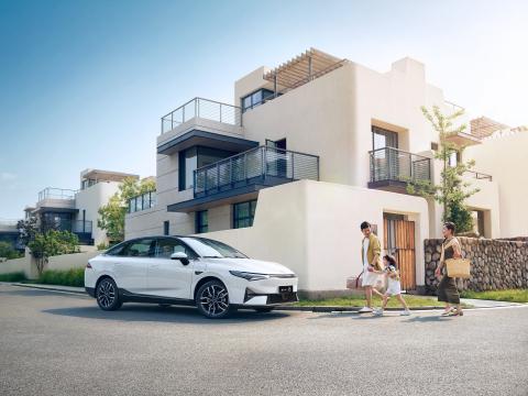 XPeng P5 smart family EV sedan (Photo: Business Wire)