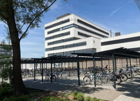 Covered and with a lot of space: Highly modern parking facilities for bicycles are only one of the many actions of Vetter's sustainability initiatives.  Picture source: Vetter Pharma International GmbH (Photo: Business Wire)
