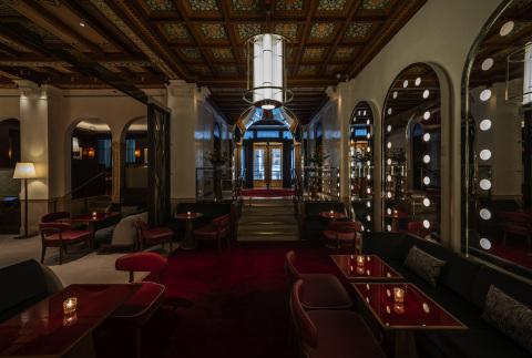 Lalique Bar at Restaurant Daniel. (Photo: Business Wire)