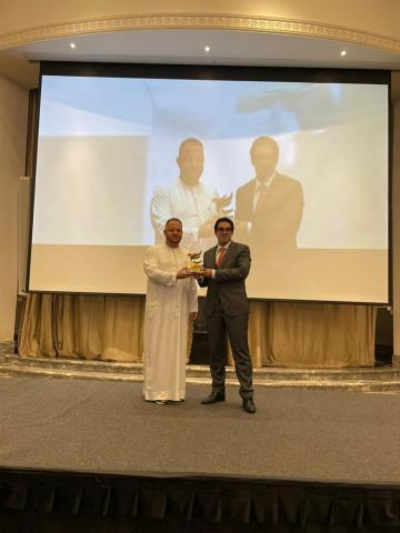 His Excellency Tomasz Zaleski, Chairman of the Royal Office of the United Arab Emirates, presents the Award to 2021 Winner Carlos Santos. (Photo: Business Wire)