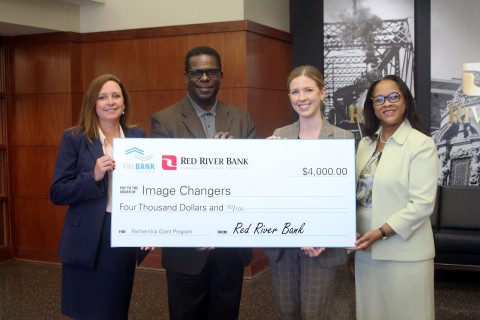 From left: Jennifer Elliott, Red River Bank; Damon Humphrey, Image Changers; Jill Drodge, Federal Home Loan Bank of Dallas; and Judy Madison, Red River Bank; celebrate a $4,000 grant award to Image Changers of Shreveport, Louisiana. (Photo: Business Wire)